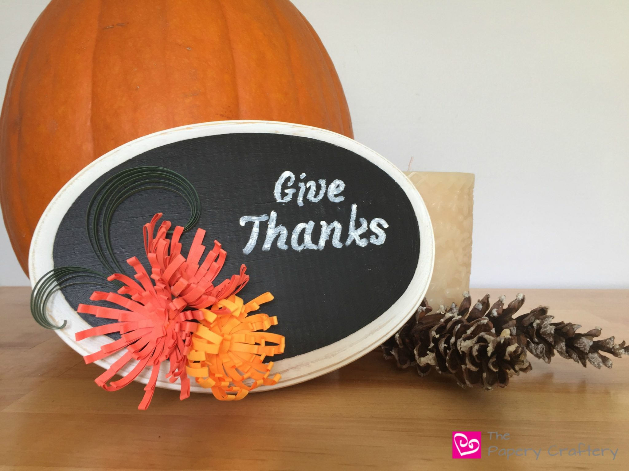 Chalkboard Decor with Quilling Paper Art || www.thepaperycraftery.com