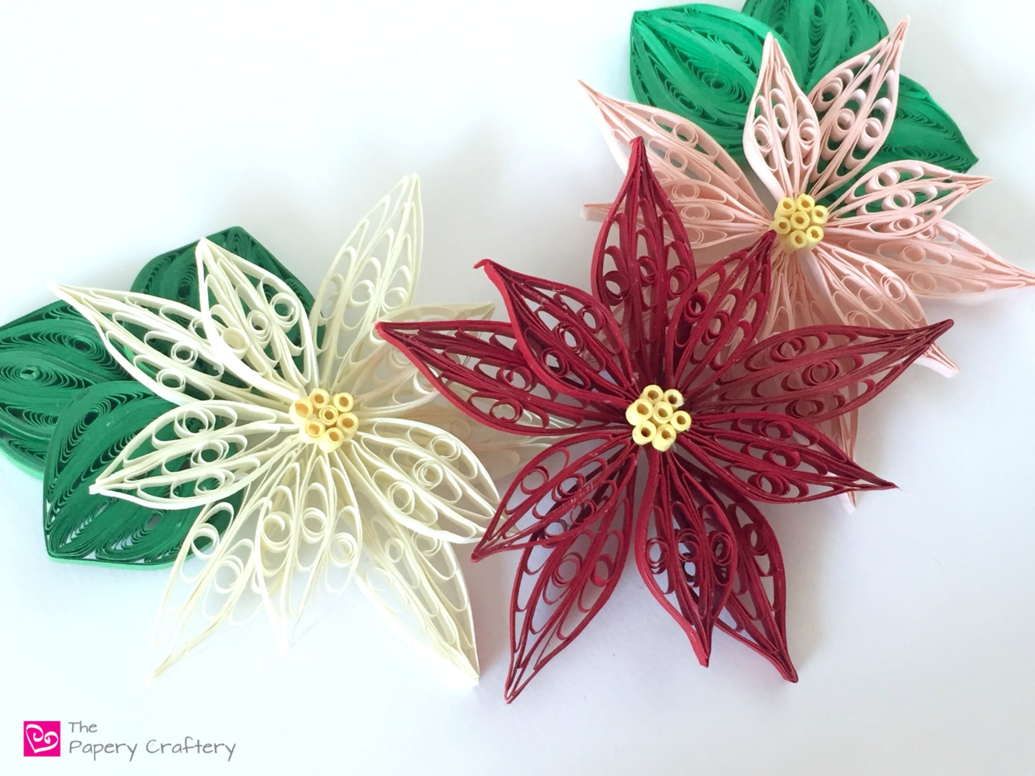 Preparing a Christmas souvenir for the holiday - decoration of the quilling technique