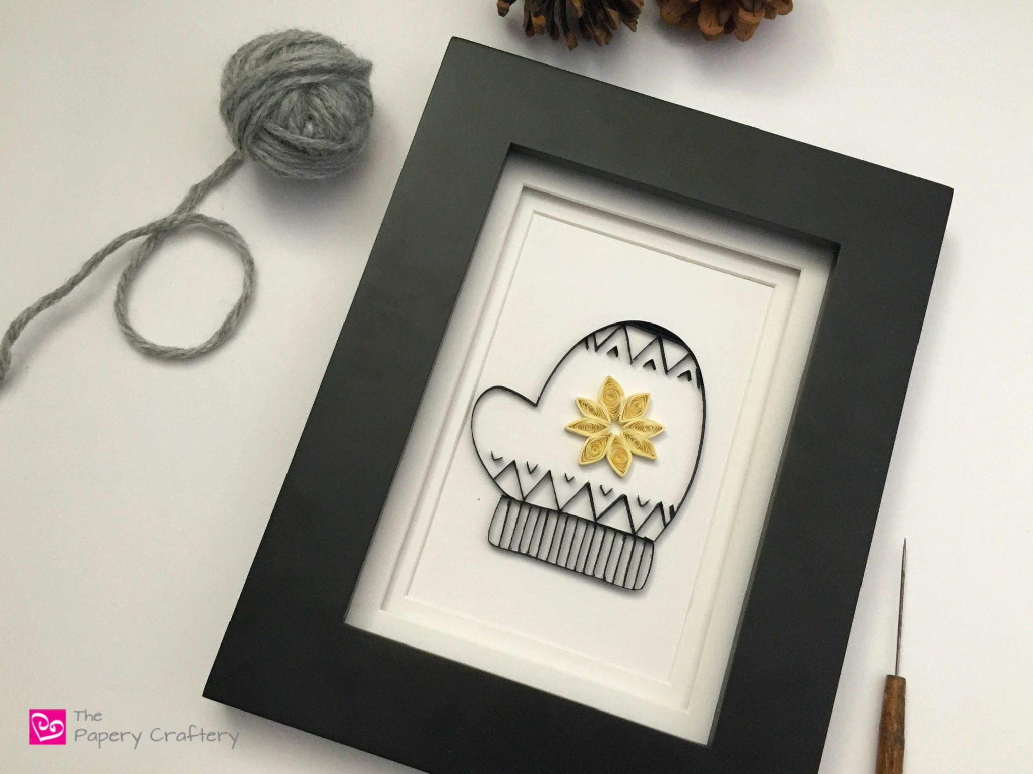 Quilling Paper Mittens ~ Make your own winter home decor with these simple mitten templates || www.ThePaperyCraftery.com