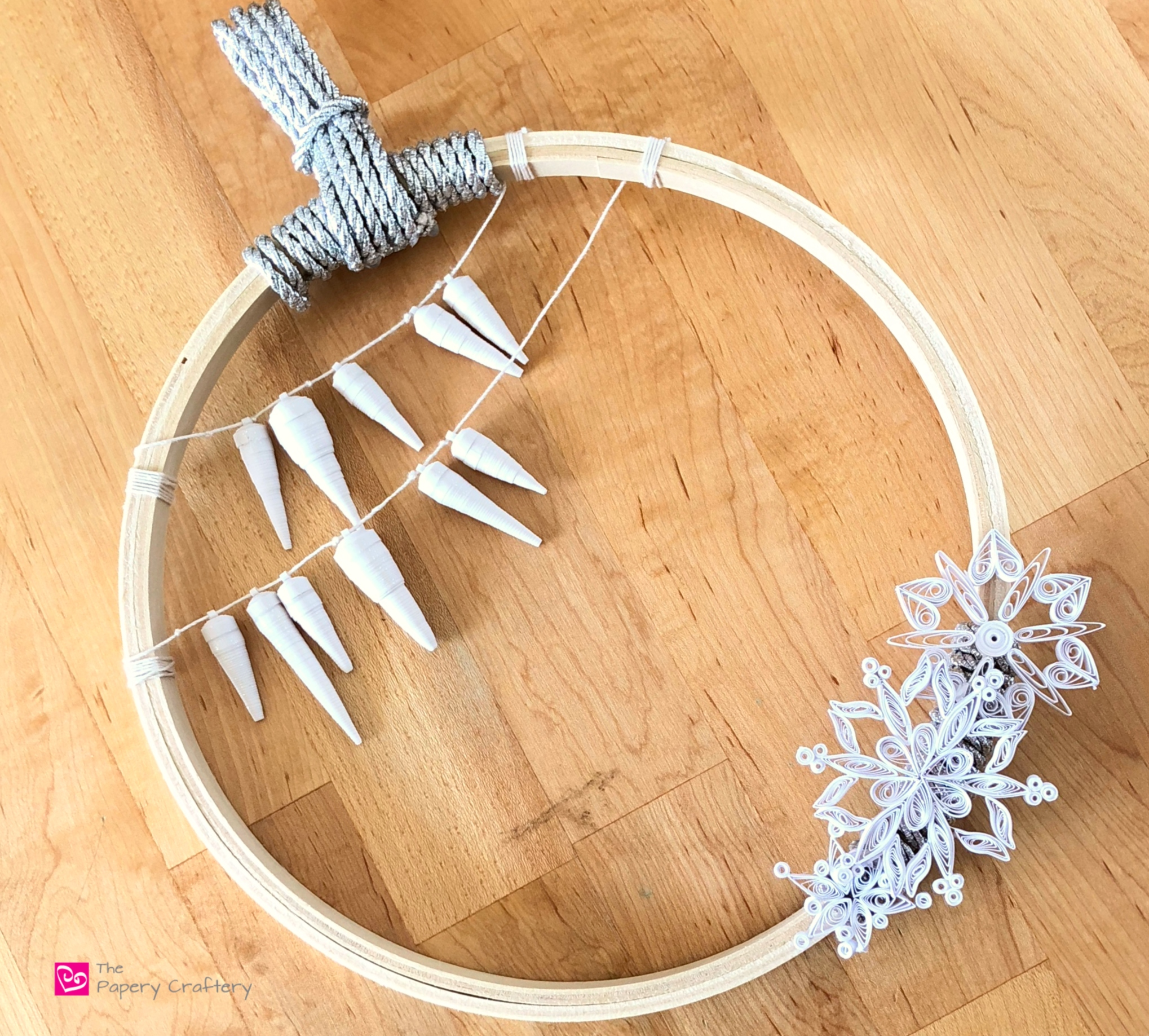 How to Make Quilling Paper Icicles - Celebrate the winter season with glittered paper icicles || www.ThePaperyCraftery.com